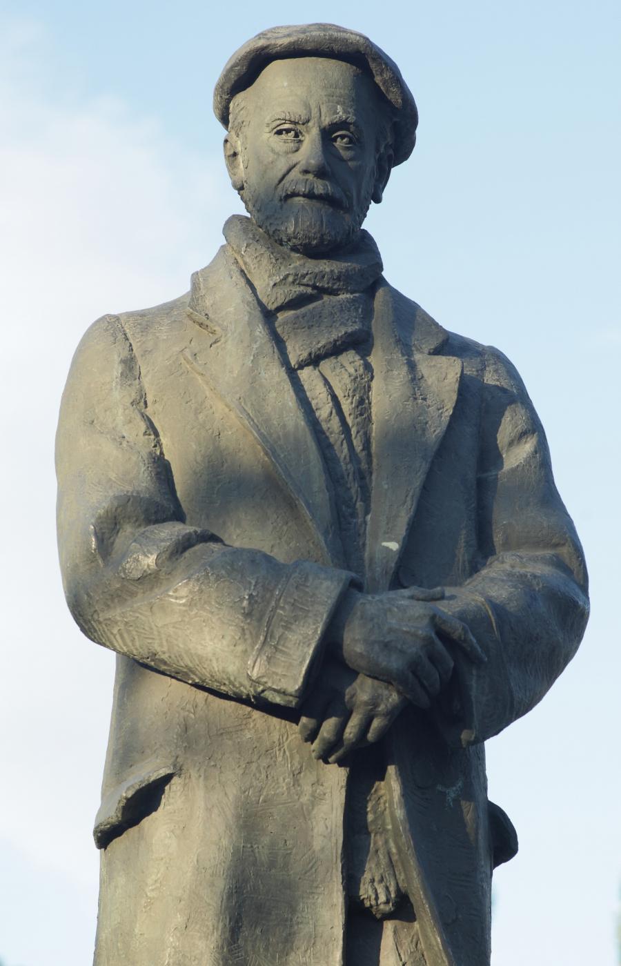 Pío Baroja. Cuesta de Moyano. Escultura de Federico Collaut