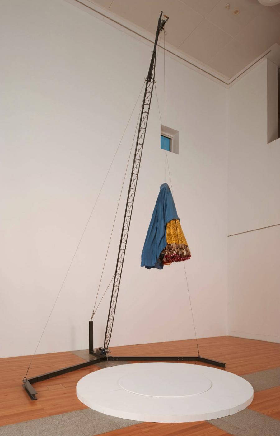 Joana Vasconcelos. Burka. Colección MUSAC, Museo de Arte Contemporáneo de Castilla y León.