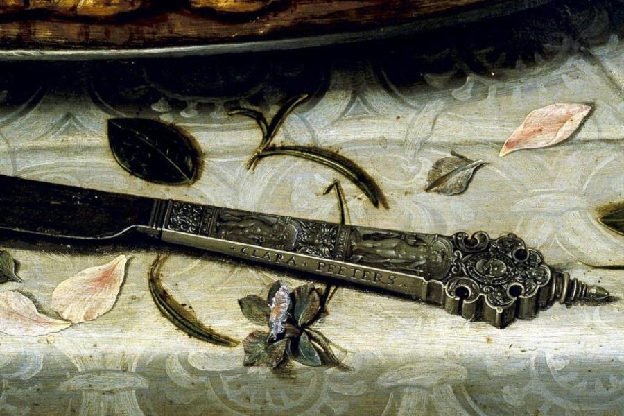 Clara Peeters. Mesa con mantel, salero, taza dorada, pastel, jarra, plato de porcelana con aceitunas y aves asadas. Detalle cuchillo. ©Museo Nacional del Prado